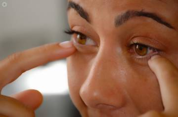 how-to-fet-rid-of-under-eye-bags صورة المقال